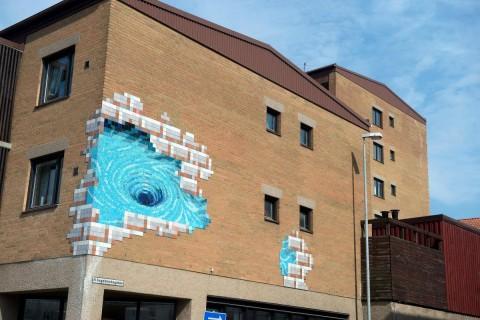 Mosaiken till konstverket Virveln som förskönar Försäkringskassans lokaler består av 14 312 kakelplattor i 36 färger tillverkade i Italien. Foto: Bo Åkesson